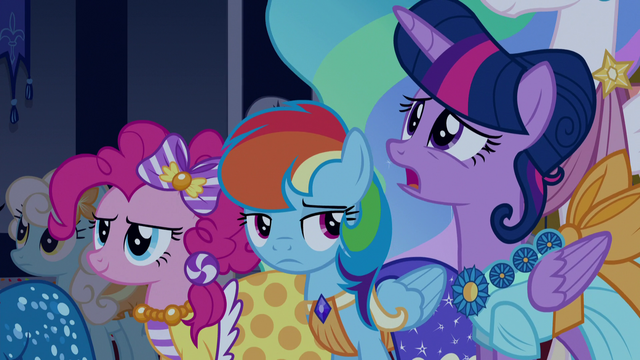 File:Rainbow Dash looking at Twilight S5E7.png