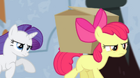 Rarity chasing Apple Bloom S4E19