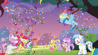 Rainbow hitting the pinata S4E12