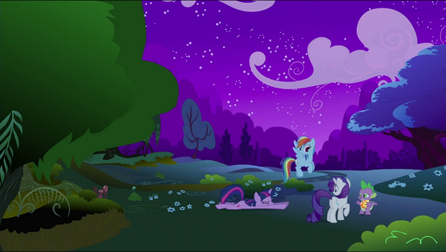 File:Twilight Rainbow Rarity Spike escaped S2E21.png