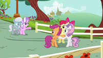 Diamond Tiara and Silver Spoon waving at CMC S4E15