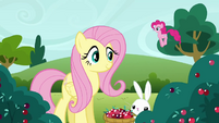Pinkie Pie clone hopping by S3E3