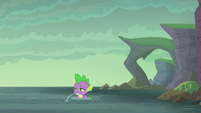 Spike spitting out water S6E5
