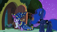 Twilight bringing Fluttershy back to outside S2E04