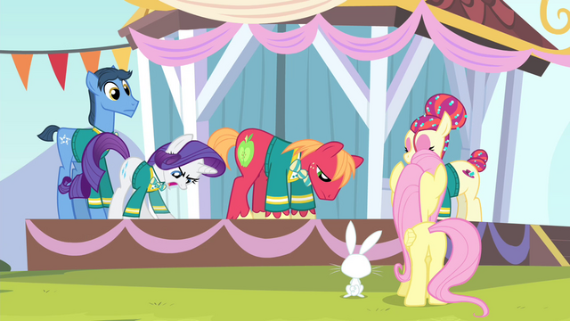 File:Rarity becomes angry S4E14.png