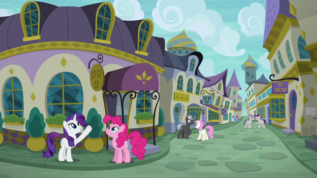 File:Rarity pointing to a restaurant's sign S6E12.png