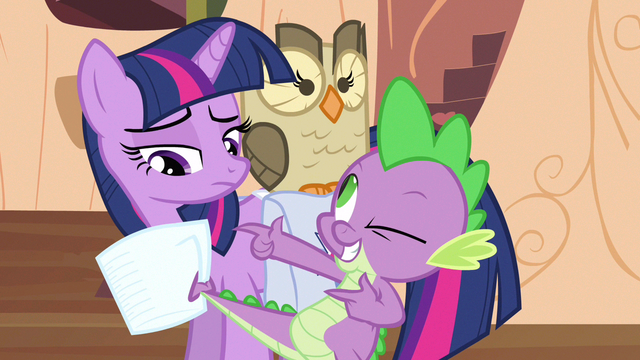File:Twilight sees catch S3E11.png