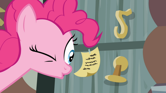 File:Pinkie Pie looks at a note S4E09.png
