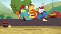 Trouble Shoes trips over a beach ball S5E6