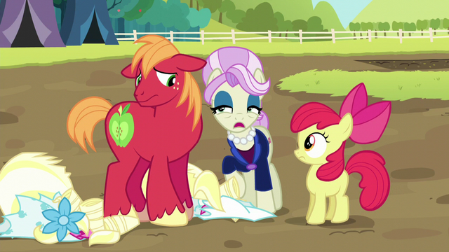 File:Registration pony passing judgment on Big Mac S5E17.png