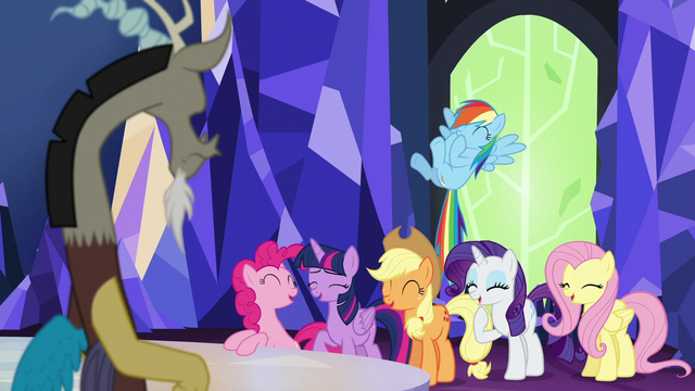 File:Discord watches the ponies laugh S5E22.png