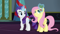 Rarity puts holly in Fluttershy's mane S6E8