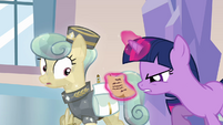 Twilight reading messenger's note S03E12