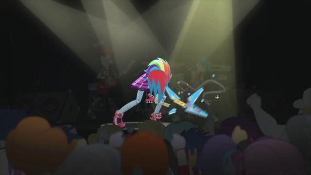 File:Rainbow Dash breaks her guitar EG2.png