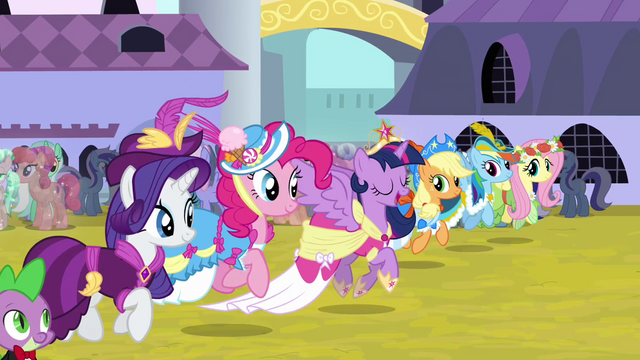 File:Twilight trotting alongside friends S03E13.png