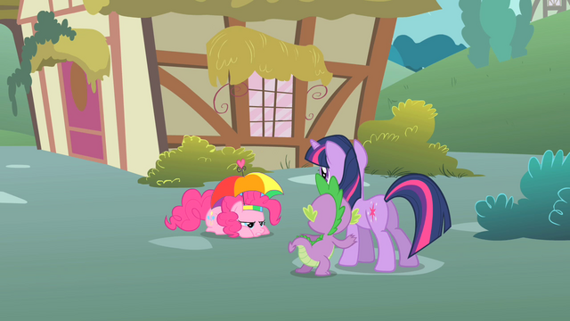 File:Twilight and Spike observe Pinkie S1E15.png