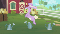 Granny Smith hopping S02E12