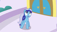 Minuette sees something in the sky S5E12