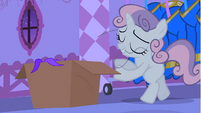 Sweetie Belle smiling with pulled thread S4E19