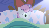 Sweetie wakes up as light shines on her S4E19