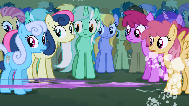 File:Twilight zooms past Lyra S1E6.png