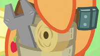 Applejack arms herself with wrench and duct tape S6E10