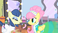 Assistant about to apply powder to Futtershy S1E20