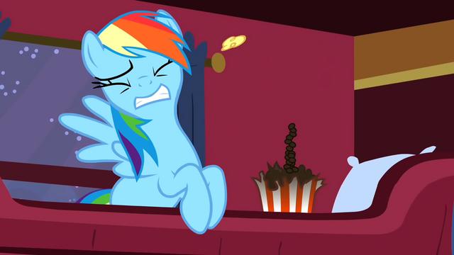 File:Rainbow Dash Popcorn 3 S1E21.png