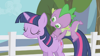 Spike jumping on Twilight's back S1E3