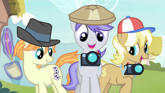 File:Paparazzi ponies S4E20.png