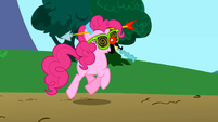 Pinkie Pie going to Rainbow Dash's house S1E5