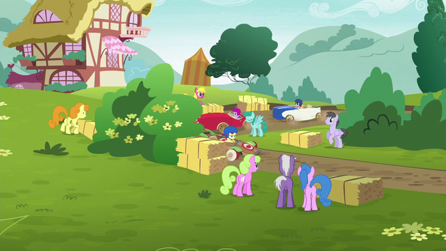 File:Derby foals racing around the bend S6E14.png