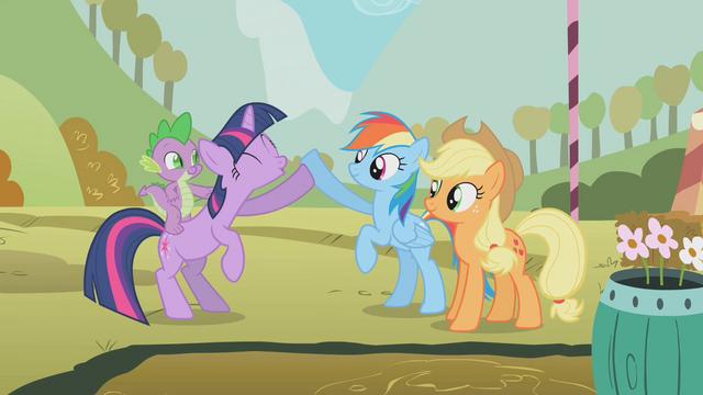 File:Twilight Rainbow Dash win S1E13.png