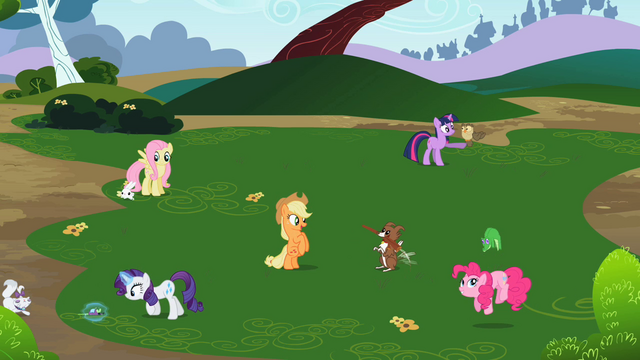 File:Rainbow Dash's friends playing with their pets S2E07.png