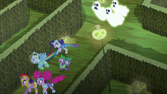 File:Main cast running away from ghosts S5E21.png