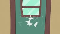Train car door knocking S6E18