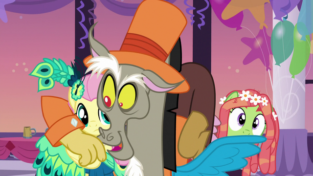 File:Discord gets cozy with Fluttershy S5E7.png