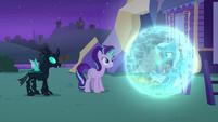 Trixie nodding to Starlight Glimmer S6E25