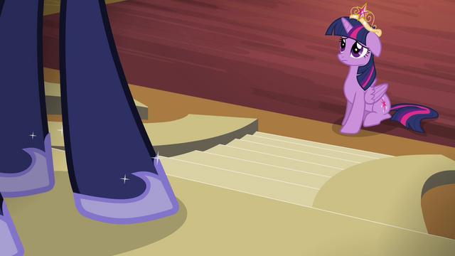 File:Twilight talking to Princess Luna S4E01.png