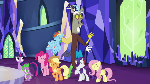 File:Discord appears behind main cast S5E22.png