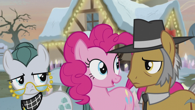 File:Pinkie Pie stands between her parents S5E20.png