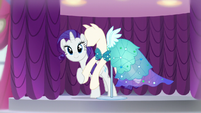 Rarity standing besides the mannequin S5E14