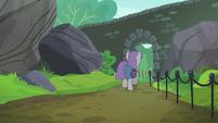 Maud Pie leaving the park S6E3