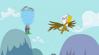 Gilda near spinning Rainbow Dash S1E5
