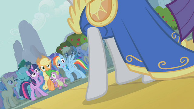 File:Rarity slightly off-screen S1E06.png