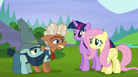 Ma Hooffield thanking Twilight and Fluttershy S5E23