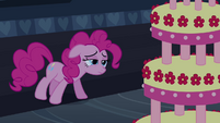 Pinkie Pie guarding cake S2E24