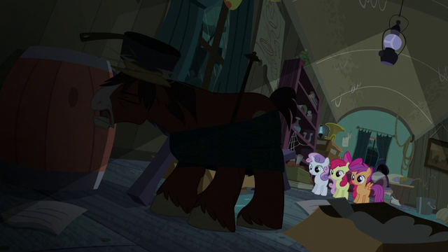 File:Trouble Shoes hit with a pot S5E6.png