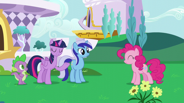 File:Twilight introduces Pinkie to Minuette S5E12.png