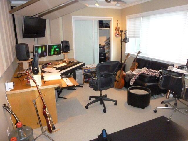 File:Daniel Ingram's room.jpg